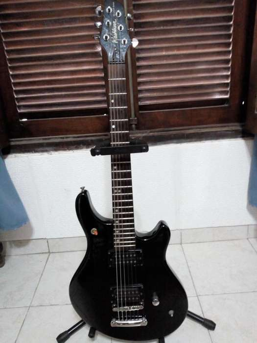Guitarra Washburn Maverick Bt2