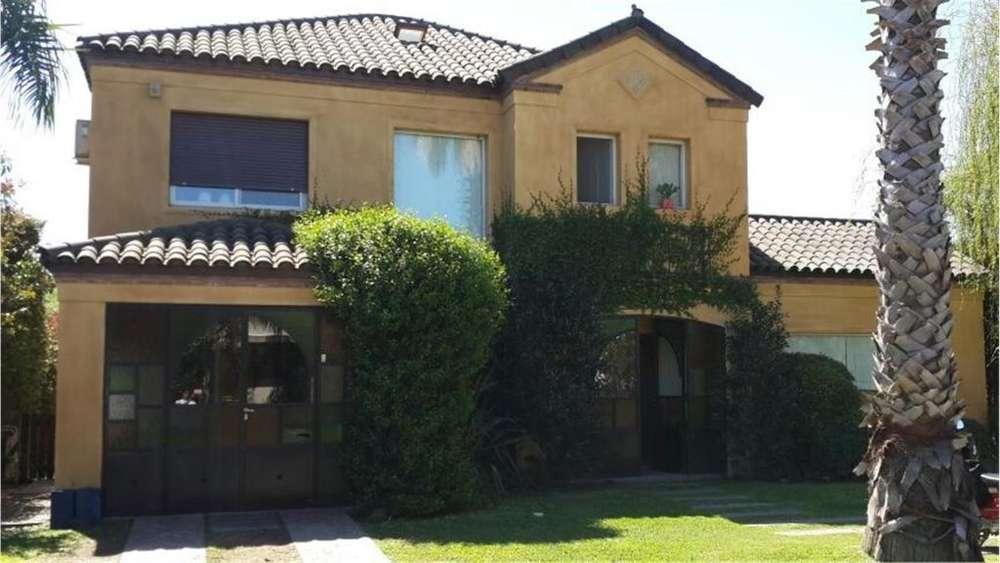 Illia S/N - UD 450.000 - Casa en Venta