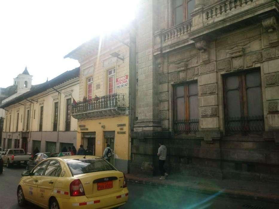 Venta de casa rentera con 8 departamentos y 2 locales centro historico.