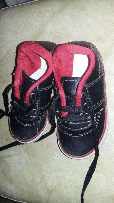 Zapatillas de cuerina negra