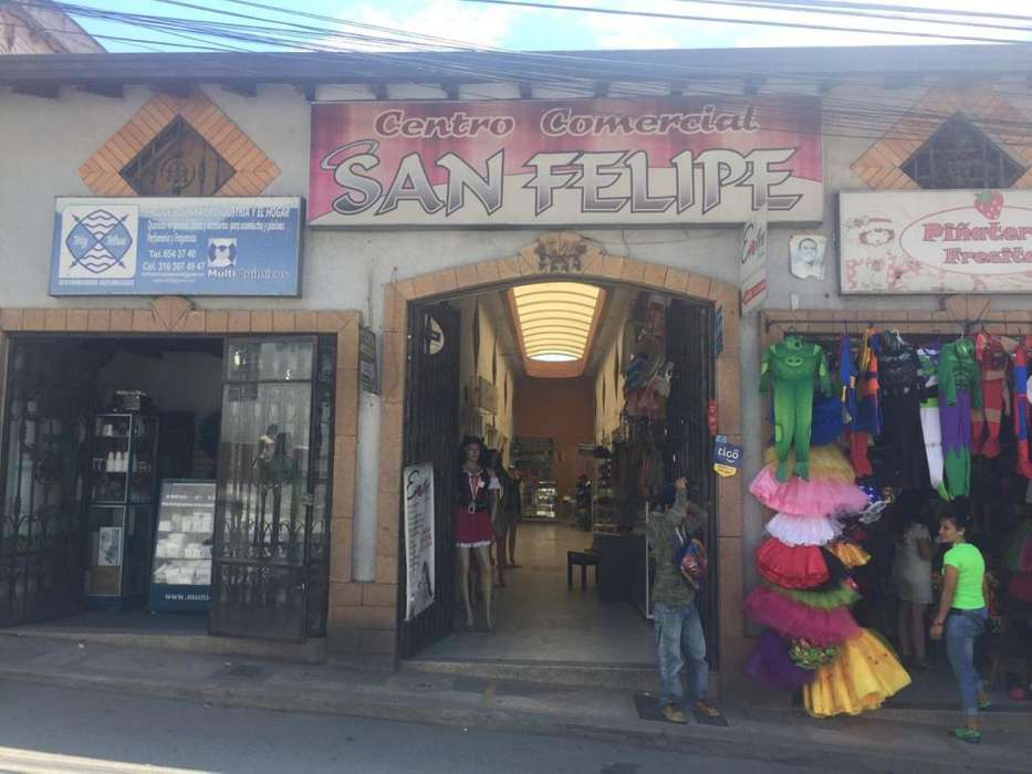 Vendo local comercial frente a la parroquia del parque central