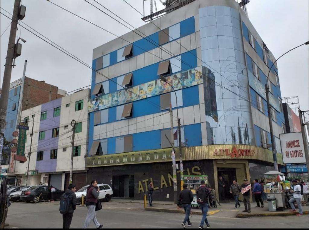Local. Mega Plaza
