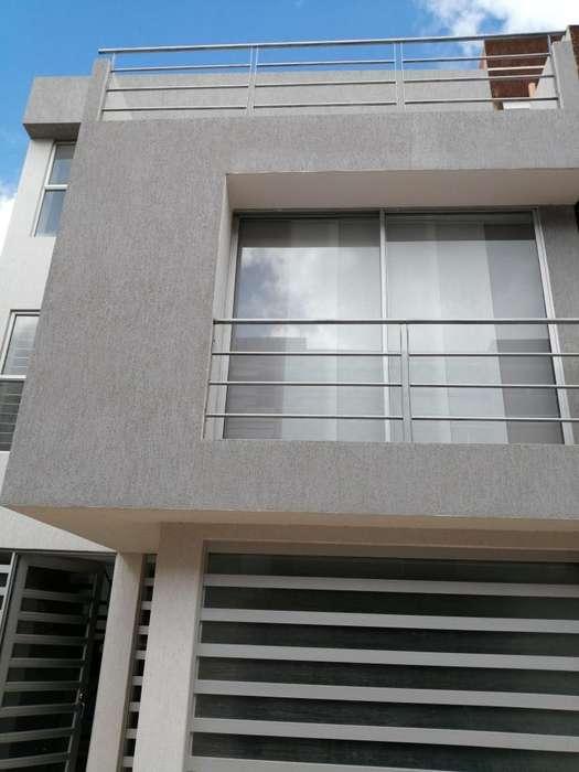 Casa con 3 apartamentos independientes, 210 m2, Las Quintas. 430 millones