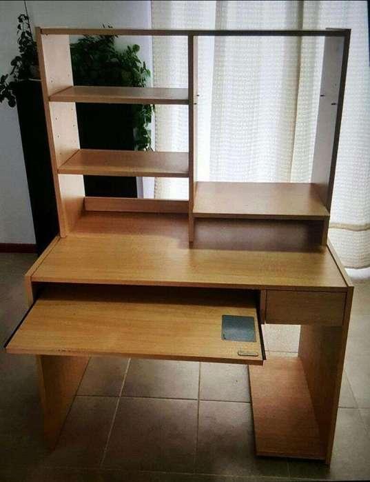 <strong>escritorio</strong> con Repisa