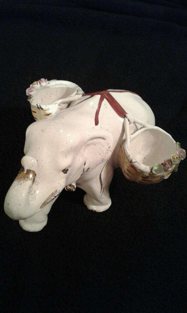 Elefante Antiguo de Ceramica