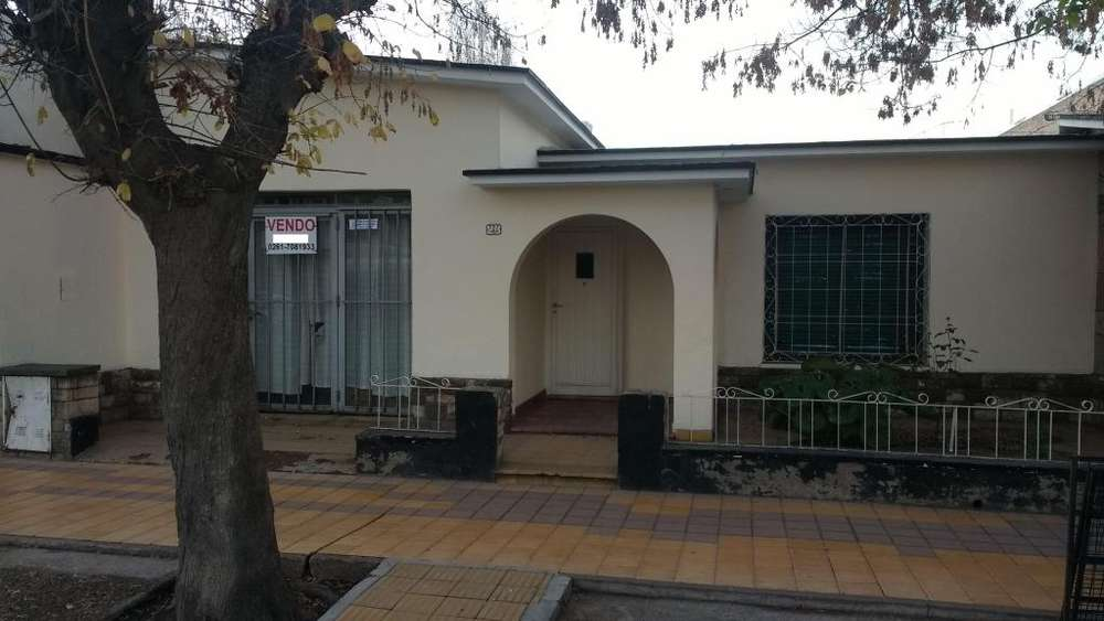 VENDO CASA LUJAN DE CUYO,EXCELENTE UBICACION.ESCUCHO OFERTAS