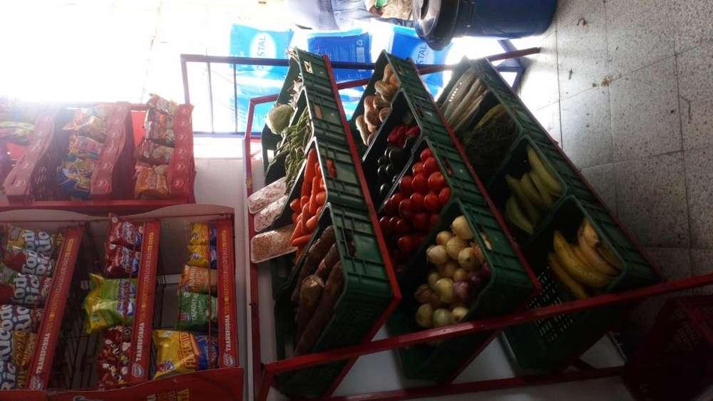 Se vende supermercado en el barrio Fátima de Venecia, con fruver a precio muy favorable