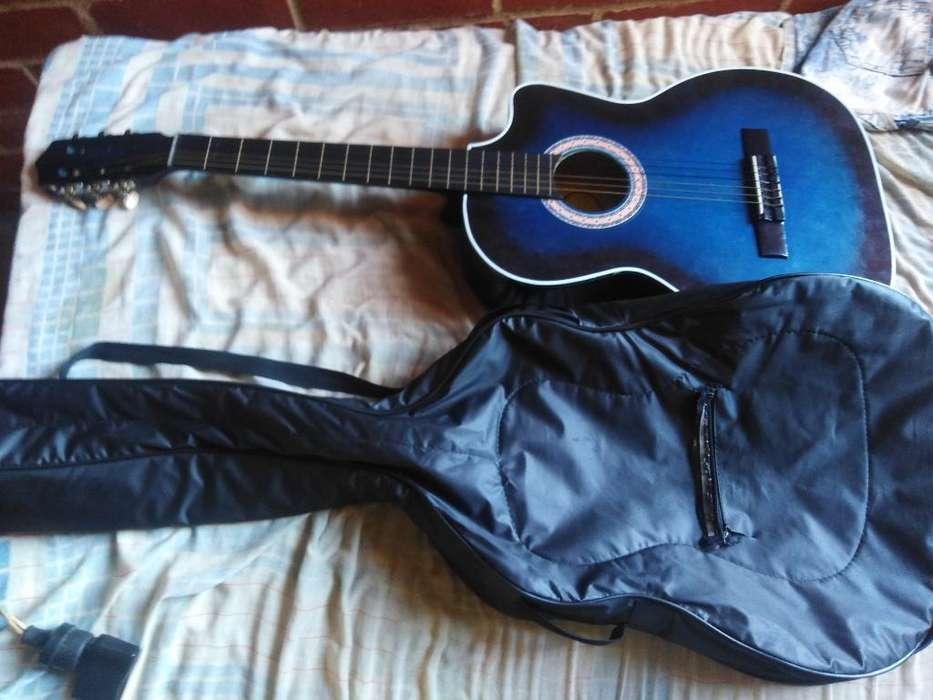 Guitarra Puntera en Muy Buen Estado
