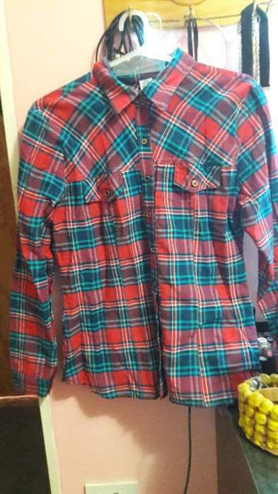 Vendo Camisa a Cuadros de Mujer Talle 4
