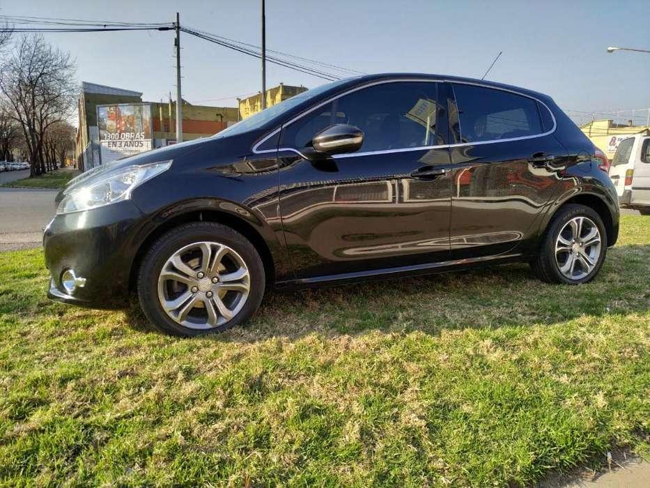 Peugeot 208 2013 - 94000 km