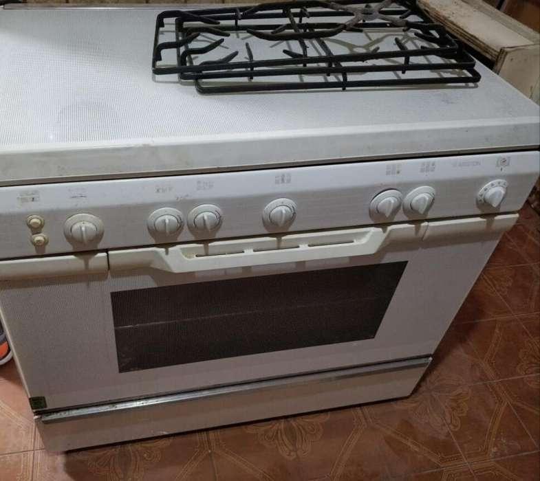 Horno Cocina con 5 Hornallas Gas Ariston