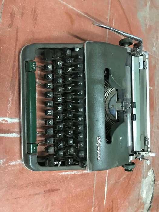 Vendo Hermosa Maquina Escribir Olympia