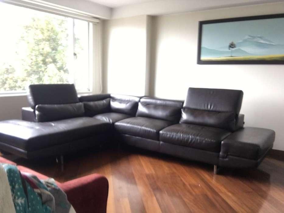 Mueble de cuero color café