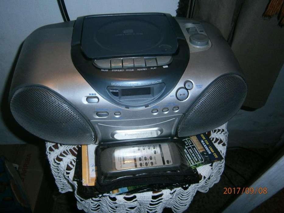 RADIO AM Y FM. CD. Y GRABADORA Con Control remoto, varios sonidos, digital, antena buena, excelente estado... 100mil