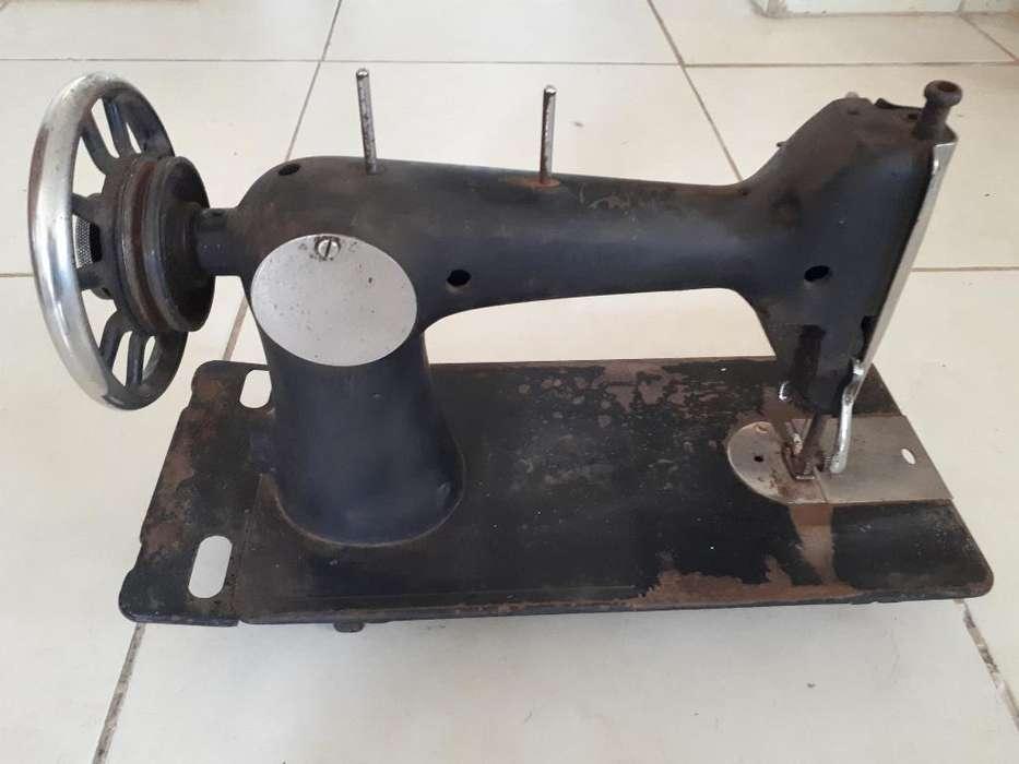 Maquina de Coser Husqvarna 12 Antigua