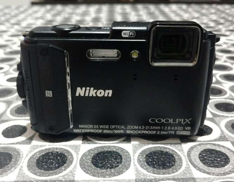 Vendo Camara Nikon Sumergible , Líquido
