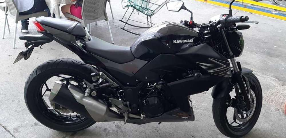 Se vende Moto <strong>kawasaki</strong> Z 250 - Negra