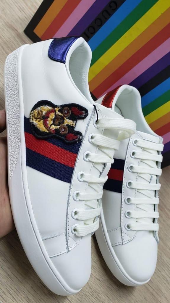7bc07a6ca Tenis marca Gucci para Mujer color Blanco con Diseños de Perros - Bogotá