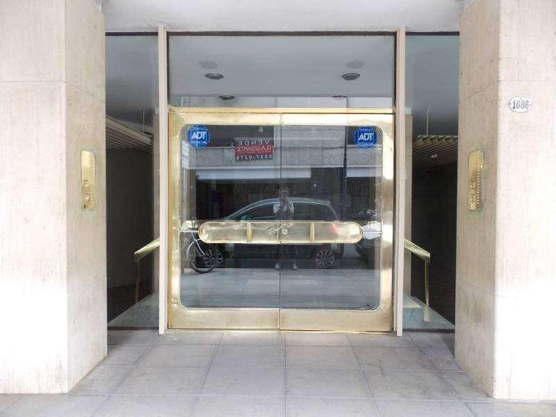 Departamento en edificio en torre de excelente categoría en venta en Recoleta