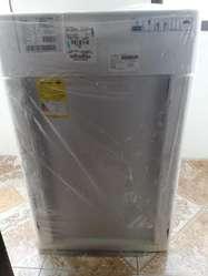 Vendo Lavadora Whirpool nueva llamar al 3505368988