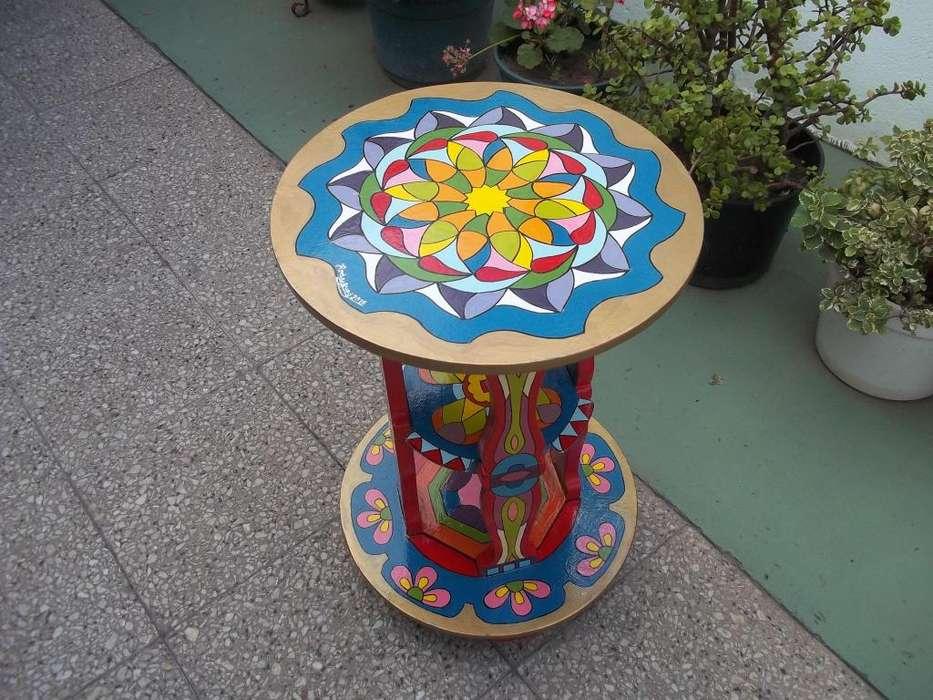 Mesa Decorativa Con Mandalas.