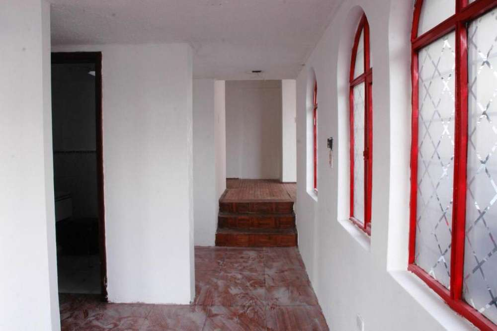 Se arrienda casa 300m2 ideal para negocio en via principal Valle de Los Chillos