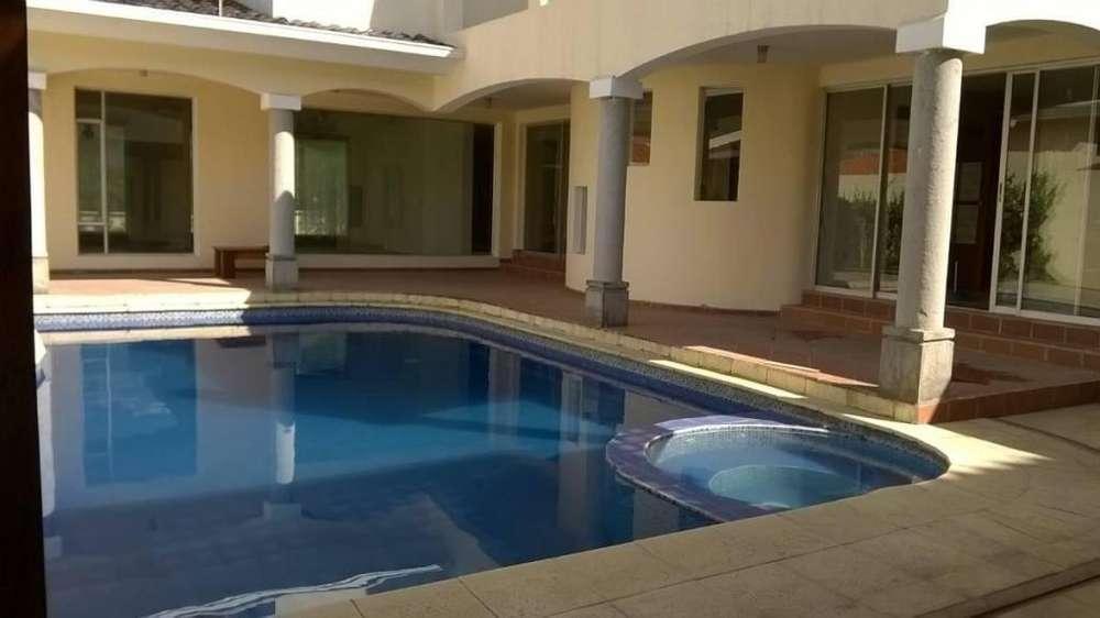 En Venta Hermosa Casa con Piscina y Excelentes Acabados en La Parroquia de Conocoto