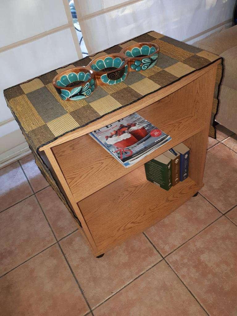 mesita de madera para TV o audio