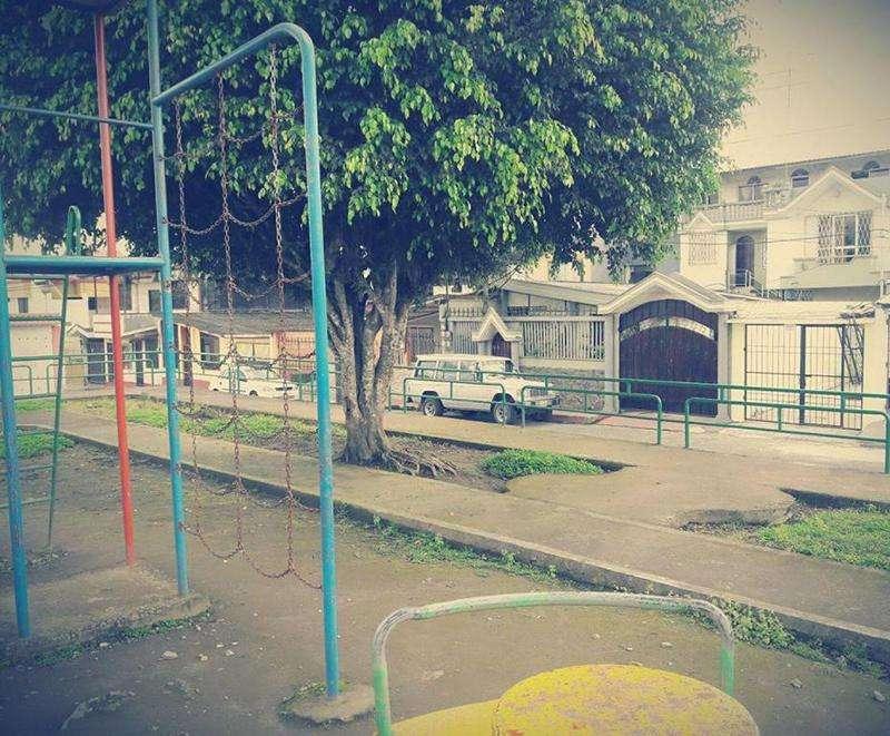 Casa independiente en los Rosales 1era etapa frente al parque a una cuadra del Neumane, anillo vial, Calle del coleterol