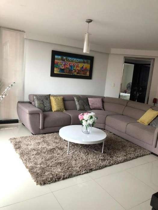Apartamento En Venta En Cali El Limonar Cod. VBINH-689
