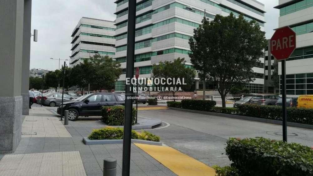 Alquiler de oficina en Parque Empresarial Colon, incluye alicuota