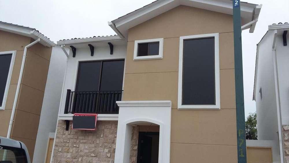 Casa en Alquiler / Renta Urb. Mallorca Village cerca al C.C. El Dorado