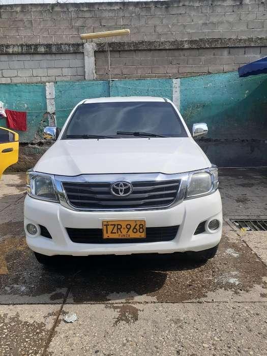 Toyota Hilux 2013 - 84000 km