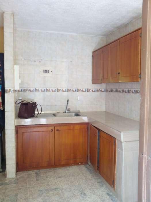 Rento casa amplia de 2 pisos. Centro sur Armenia