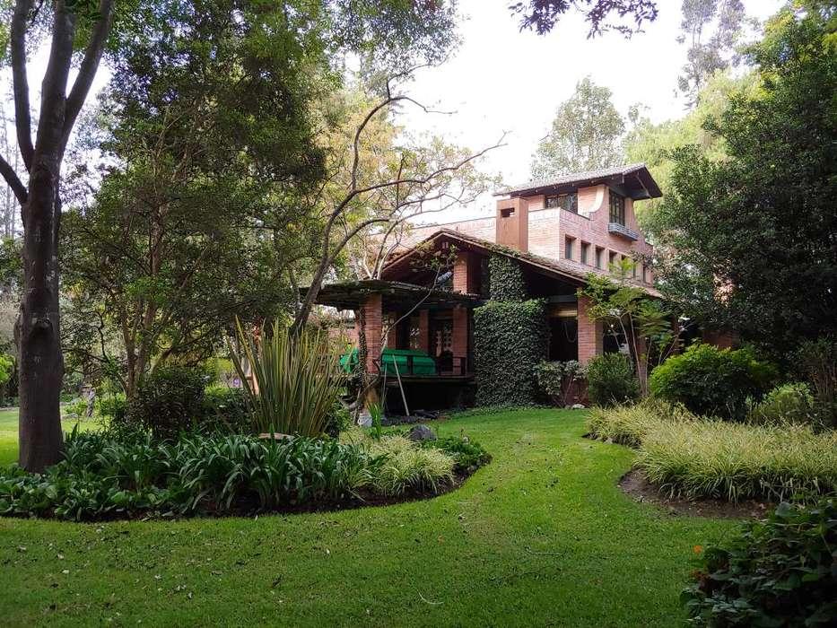 casa de venta con terreno de 7.758 m2 en sector Buena Esperanza, Tumbaco