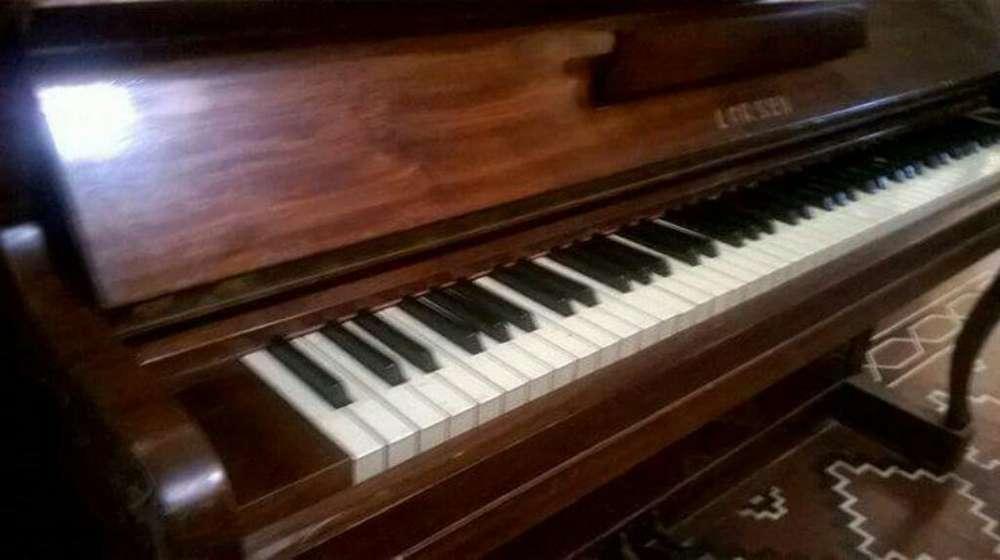 Piano Larsen de Pared