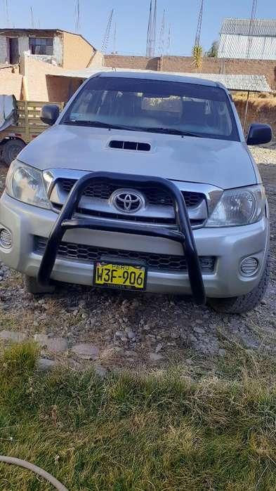 Toyota Hilux 2011 - 132452 km