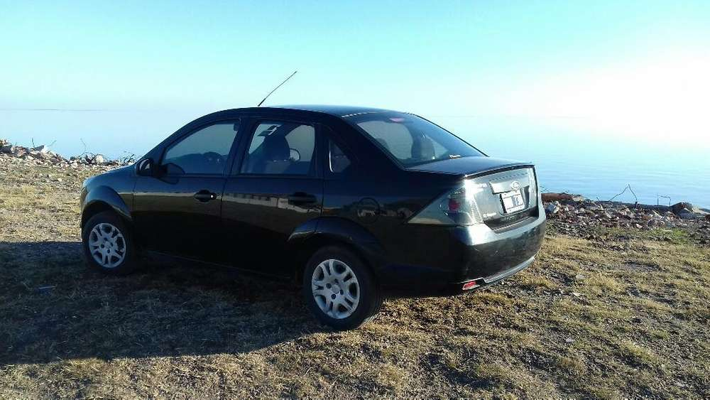 Ford Fiesta  2013 - 17000 km