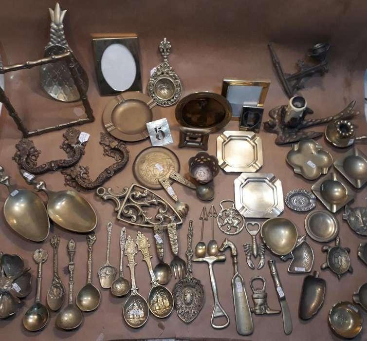 Adornos de bronce