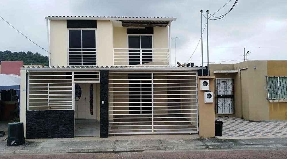 Cod# 216 Venta de Casa en Urb. Villa del Rey, Etapa Rey Carlos, Cerca de Urb. La Joya, Villa Club