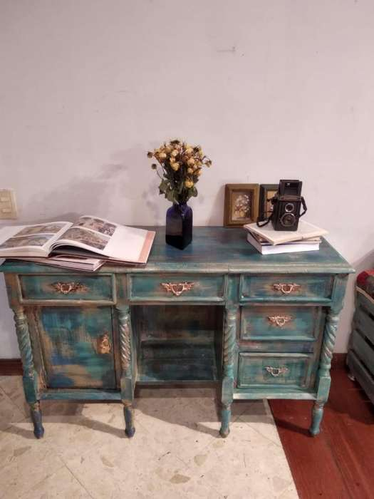 Mueble Recibidor / Bifé. Estilo Vintage / Antiguo. Pintado a mano con técnica decapé.