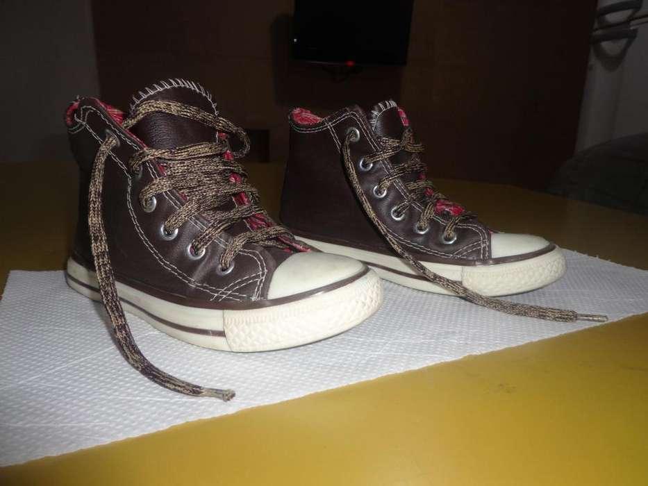 Zapatillas tipo botita Nº 24