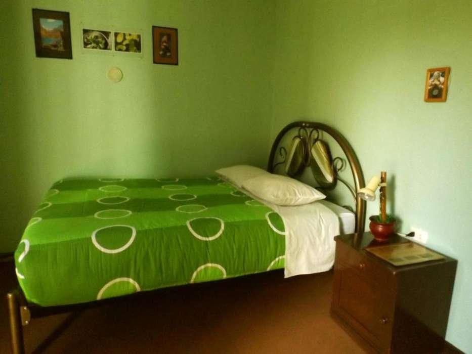 Alquiler de Habitación para persona sola con Baño Compartido