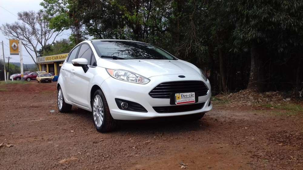 Ford Fiesta  2015 - 82000 km