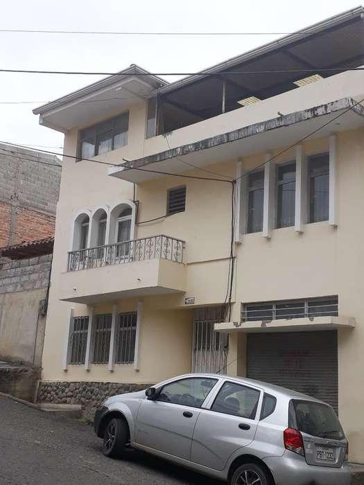 Vendo Casa en El Centro de Azogues