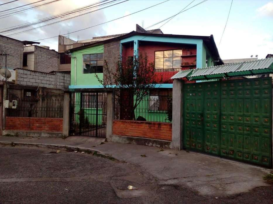 Vendo Casa Sector La Ofelia Barrio El Rocio (Quito)