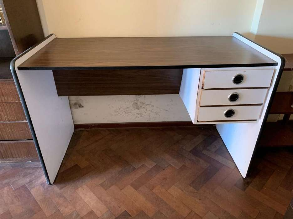 <strong>escritorio</strong> con 3 Cajones