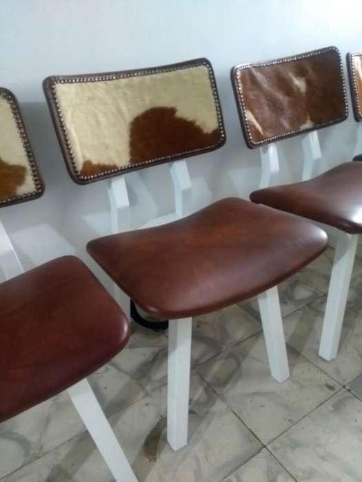 4 <strong>silla</strong>s en Cuero Y Base Metal Hermosas