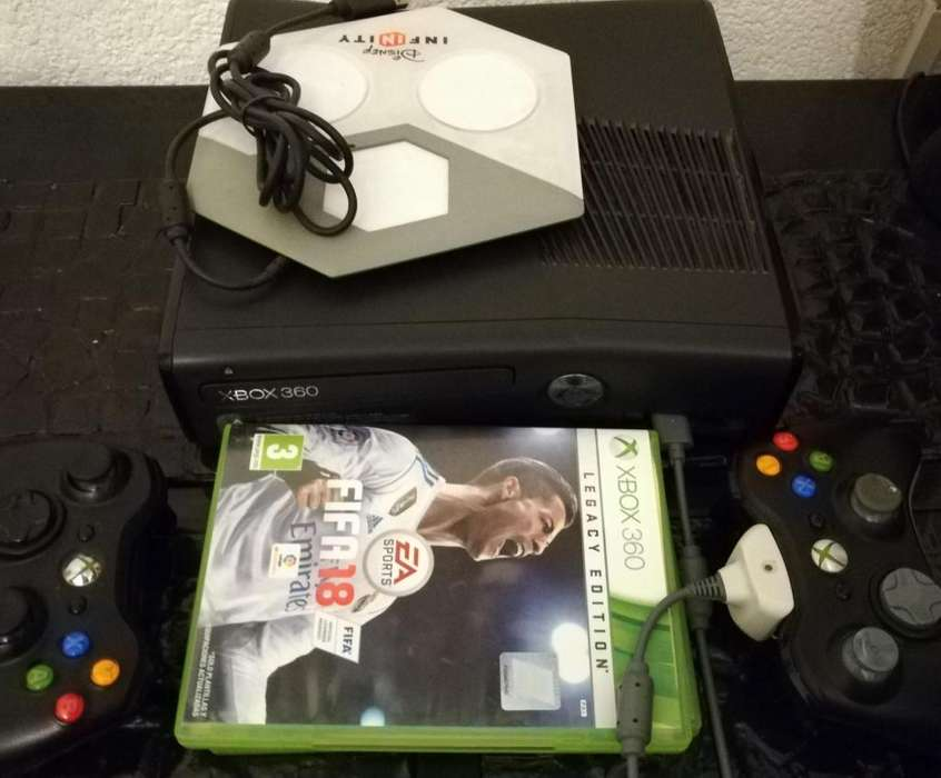 XBox360 250 GB PAL con 2 joysticks, Minecraft , FIFA 18 y mas