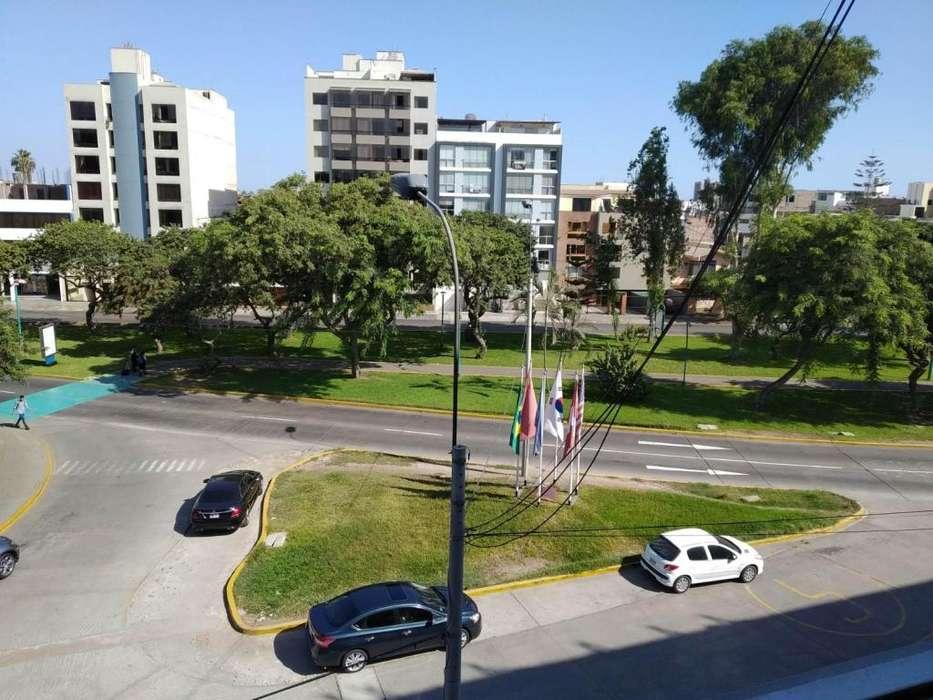 Alquilo departamento <strong>duplex</strong> en San Borja Sur 122m2